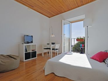 Lisbon apartment: Bela Alfama - Inside: fresh and romantic | Waytostay
