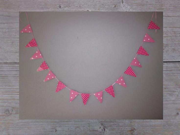 Fuchsia vlaggenlijn meisje, ster en stip combi. Gezien op www.tekstslingersivd.nl Pink party banner, garland girl birthday