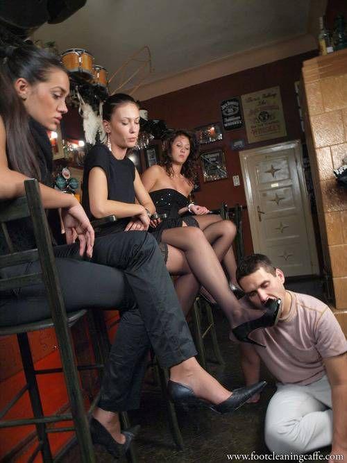 шикарной попки три госпожи и раб видео связи тем