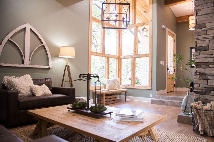 Estas ventanas del proyecto Morgan fueron la pieza central de toda la casa. Envolviéndolos en ajuste de cedro realmente los diferencia.