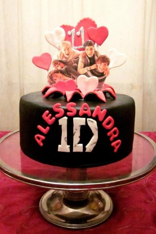 I NEED THIS!! One direction cake. That's hot