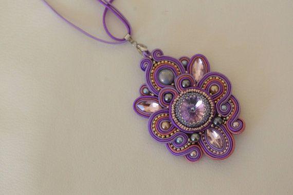 Colgante soutache lila púrpura por aizhandossum en Etsy