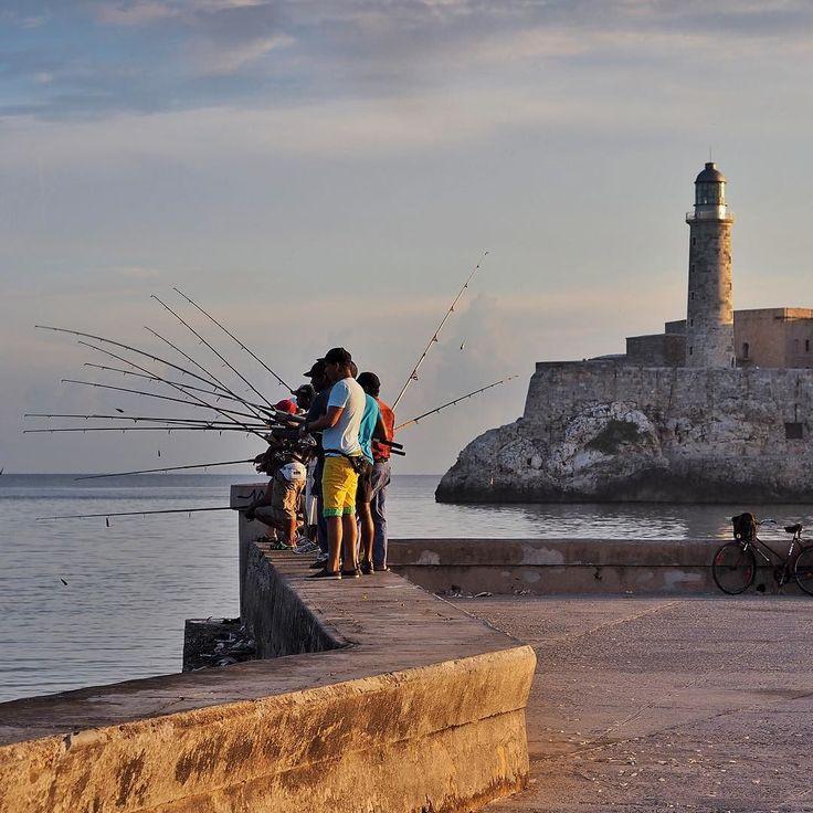 Havannas Angler am Malecón... #cuba #kuba #varadero #fishing #holidays #beautiful #shootwithcamerasnotwithguns #ig_worldclub #cuba #strand #beach #unacubalibre #cubalibre #lahabana #loves_havana #loves_habana www.porip.de by reginaporip