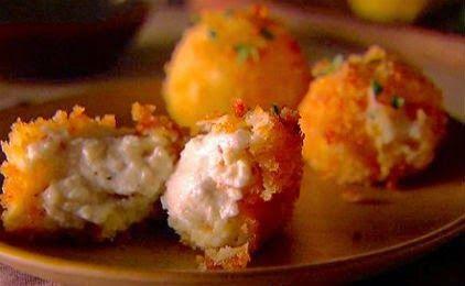 Daddy Cool!: Λαχταριστα τυροπιτακια σα λουκουμαδες