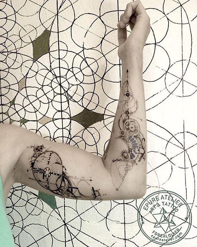 #geometrictattoo #geometry #labyrinth #mazetattoo #maze #gear #geartattoo…