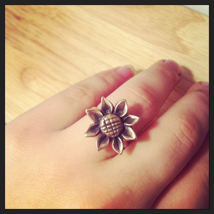 Handmade sunflower ring! Sterling silver and bronze ring. Available in any size. www.etsy.com/shop/kaczdesigns