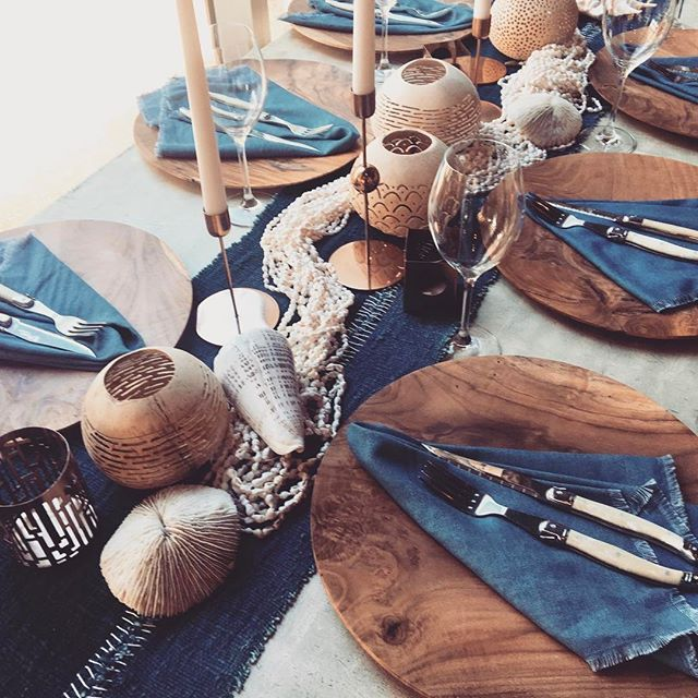 Indigo Table runners & denim coloured napkins with a touch of rose gold.. colour hues of Autumn by the beach. All available to hire on our website .. #indigoblue #rosegold #Regram via @theweddingshed