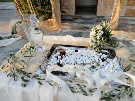 Στολισμος για στεφανα, ποτηρι, δισκο και καραφα γαμου.