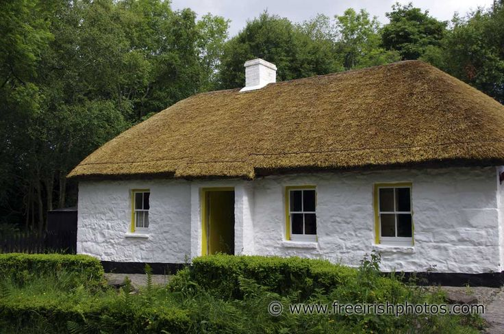 thatched_irish_cottage_4.jpg 1,200×797 pixels