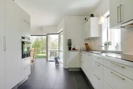 Moderna villa danesa de tres pisos villas and blog - Casas blancas modernas ...