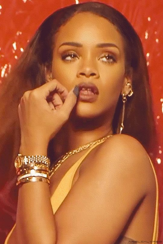 """d8f2e10c8a2 Rihanna behind the scenes of """"The Fader"""" magazine. (2015)"""