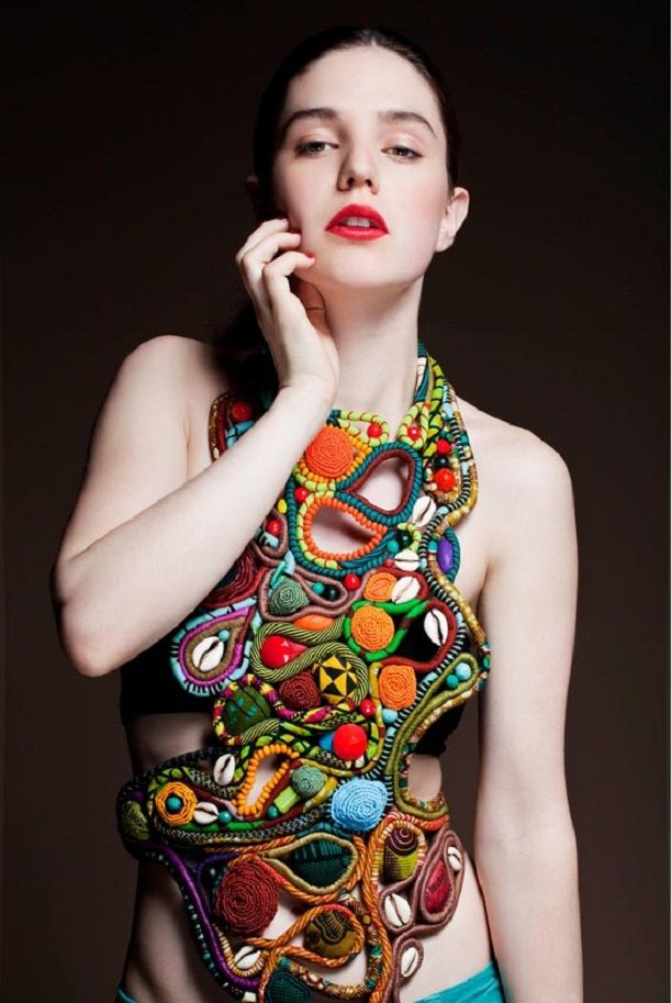 Contemporary textile Jewellery,the jewelry label toubab Paris is just so artistic. The pictures from their last collection were already a hit among readers and followers.