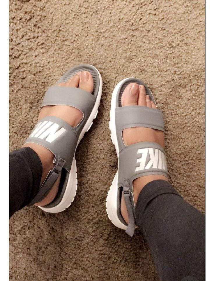 8e35b1167e6999 Pin by Eleese Lark on Shoes-Sneakers