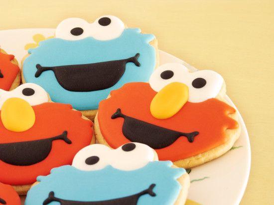 Elmo and Cookie Monster cookies http://ifeelcook.es/galletas-de-elmo-y-triqui/