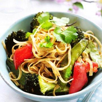 Rostade grönsaker med jordnötssås