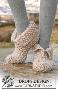 """DROPS 117-31 - Knitted DROPS slippers in moss st in """"Polaris"""". - Free pattern by DROPS Design"""