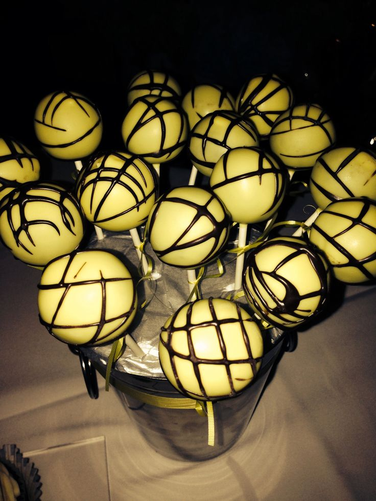 Yellow and black cakepops