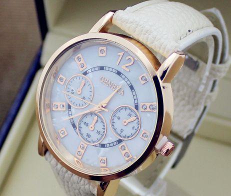 Luxusné pánske hodinky Geneva v bežovej farbe. Sleduje svoj čas štýlovo s týmito luxusnými hodinkami v bežovej farbe. Hodinky Geneva Vás uchvátia svojim vkusným, elegantným a nadčasovým dizajnom. Pokiaľ chcete spestriť svoj outfit a sledujete aktuálne módne trendy, tieto hodinky sú určené práve pre Vás. Ciferník slúži len ako dekorácia hodiniek. http://www.luxusne-doplnky.eu/