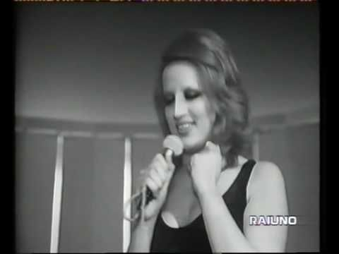 Mina Mazzini---Grande grande grande _ Live 1972----One the signature tunes of Mina: top of the italian charts in 1972 and later of the international charts in different english and spanish covers from such artists as Shirley Bassey, Cline Dion with Pavarotti.But the ORIGINAL one will be ever the best.!!