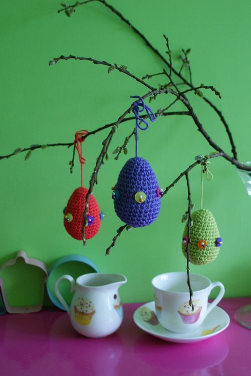 Who needs hard boiled eggs? These last forever.: Crochet Easter, Colors Easter, Eggs Patterns, Crochet Amigurumi, Patterns Free, Easter Eggs, Free Patterns, Crochet Eggs, Amigurumi Patterns