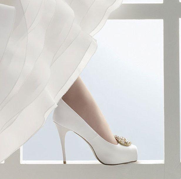 Düğün alışverişleri başladığı zaman elbette gelinliğinize uyacak ayakkabı modellerini de aramaya başlayacaksınız. Bu sayfadaki modelleri size fikir versin diye topladık.
