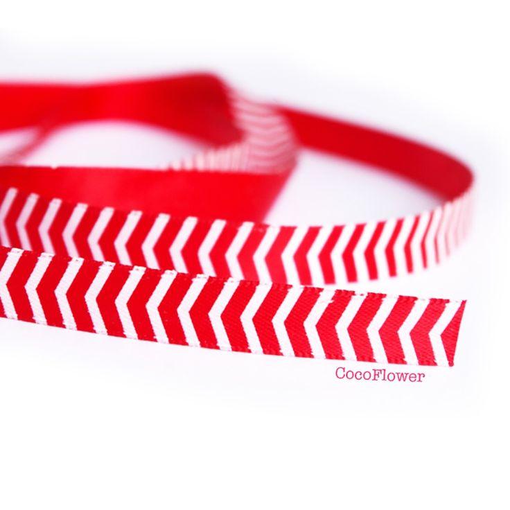 ruban gros grain motif chevron, imprimé rayure rouge blanche - vendu au mètre via CocoFlower Matériel Créatif. Click on the image to see more!