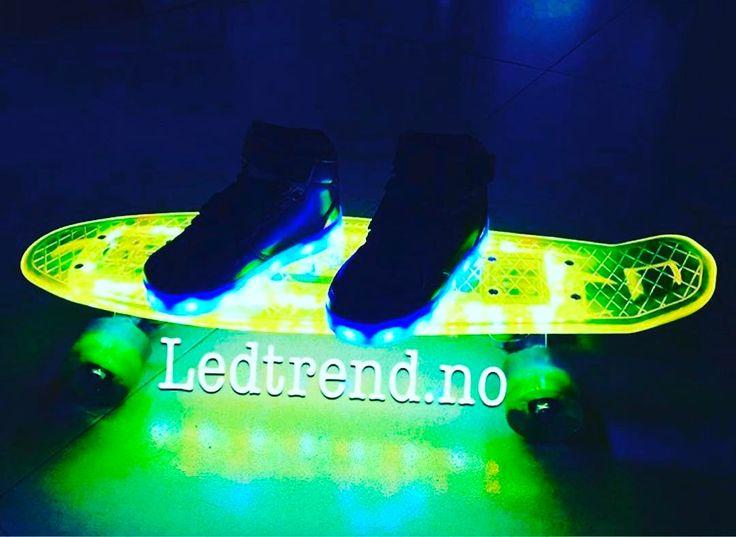 LED-Penny og LED-skoene våre passer perfekt sammen. Så ser ihvertfall alle deg når du kommer cruisene nedover  #ledtrend #ledpenny #regnbue #ledsquad #blisett #skatepark #skatenorway #trondheim #bergen #kjørestil #skateoslo #gave #glede #farge #grønn