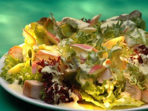 Pikantní kuřecí salát s jablky  chicken salad with apples