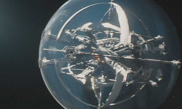 Star Trek Beyond: That Crazy Base Explained  When the new trailer for Star Trek Beyond dropped over the weekend many fans noticed the reveal of some kind of enormous new space station/spaceship/space something. Was the Enterprise docking with an orbital platform above Earth ala Star Trek: The Motion Picture? Was this a crazy alien ship or a Starfleet starbase or something else entirely?  Last year while on the set of Star Trek Beyond I spoke to Scotty actor Simon Pegg and he filled me and…