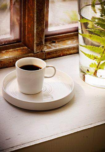 Witte porseleinen STOCKHOLM espressokop op STOCKHOLM bord - van IKEA