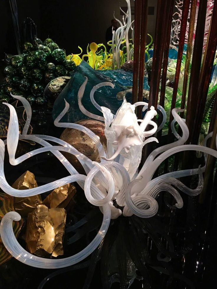 Why the Chihuly Glass Exhibit is a Must See http://thefrugalfashionistacdn.com/chihuly-glass-exhibit/
