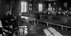 Ecole Normale Supérieure de la rue d'Ulm : une réunion d'élèves à la Salle des Actes. Paris, vers 1900-1910.