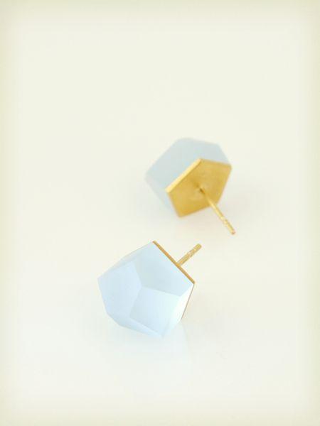 Petite Vu – złote kolczyki, błękit lodowy w Fruit Bijoux na DaWanda.com