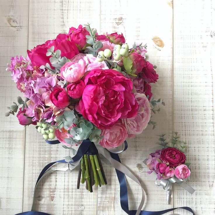 Bouquet for bride ! CD用ブーケは深みのあるマゼンタピンクのシャクヤクをメインにしたボリュームあるクラッチ。リボンはネイビーとグレーの2色でシックに。 きっとどちらもお似合いになられると思います。素敵な1日をお迎えくださいね◎ありがとうございました! * #lesfavoriswedding #wedding #bridal #weddingbouquet #workshop #wedingflowers #preservedflowers #dryflower #花嫁diy #futakotamagawa #オーダーメイドブーケ #ウェディング #大人婚 #おしゃれ婚 #ホテル挙式 #前撮り #後撮り #結婚式準備 #プレ花嫁 #花嫁会 #2017秋婚 #2017冬婚 #2018春婚 #2018夏婚 #2018秋婚 #2018冬婚 #プリザーブドフラワーブーケ #lesfavorisbouquet #アーティフィシャルフラワーブーケ