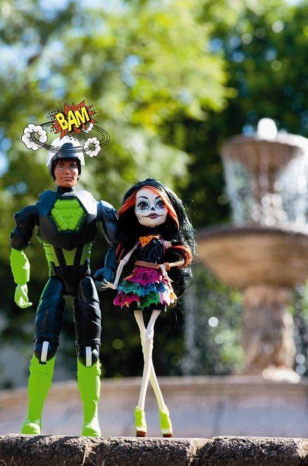 Monster High y Max Steel encabezan la lista de los juguetes que los niños sueñan tener esta Navidad, pero no son los únicos, también están Barbie Mariposa, Draculaura y Iron Man, entre otros personajes. Si desea más información, dé clic en la imagen.