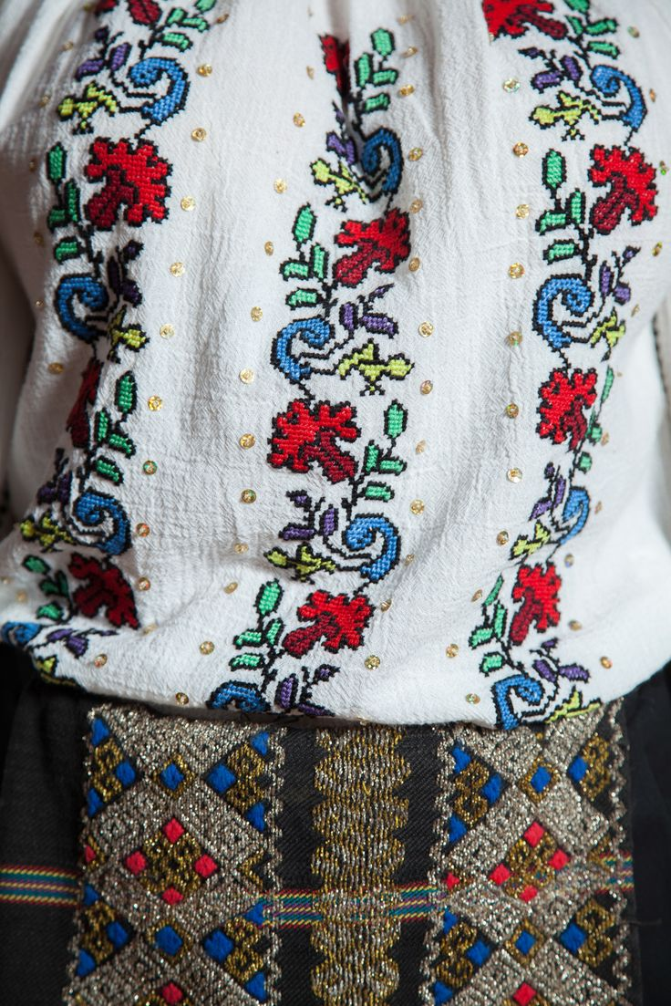 Special embroidered details. #florideie #fashion #style #designer #romaniandesign #flowers #traditional #unique #special #colorful #romania #details
