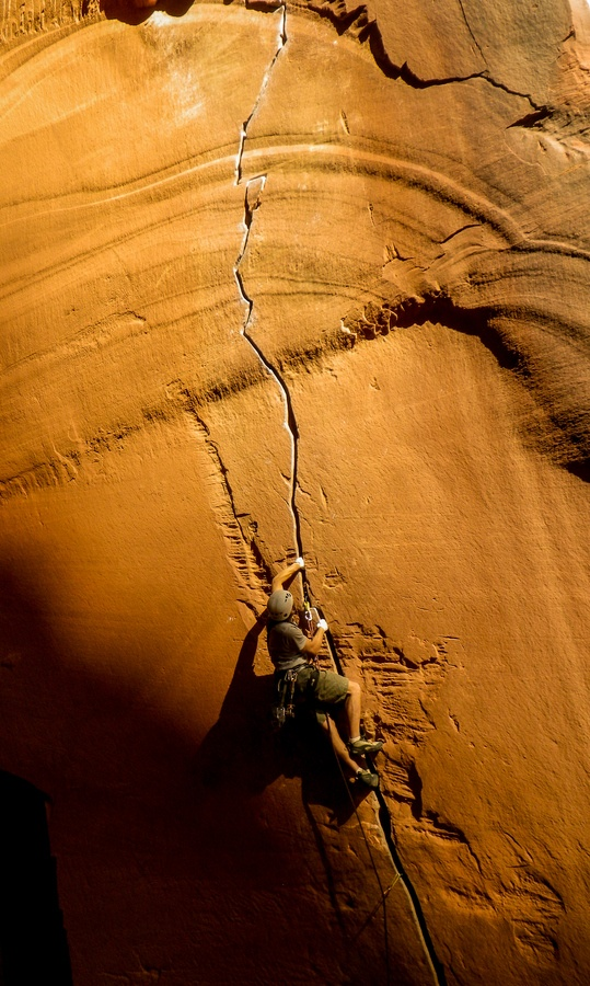Shawn May being a bad ass leading Anunnaki (5.12-), Optimator Wall, Indian Creek, Utah! Fall 2012