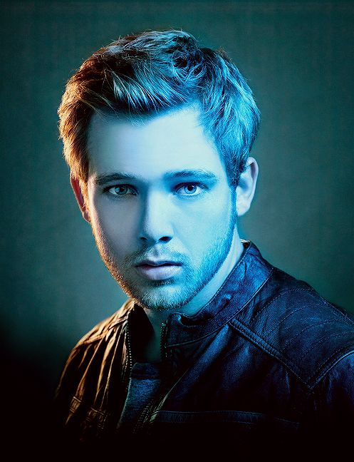 Max Thieriot (Bates Motel) Awesome show, gotta watch it!