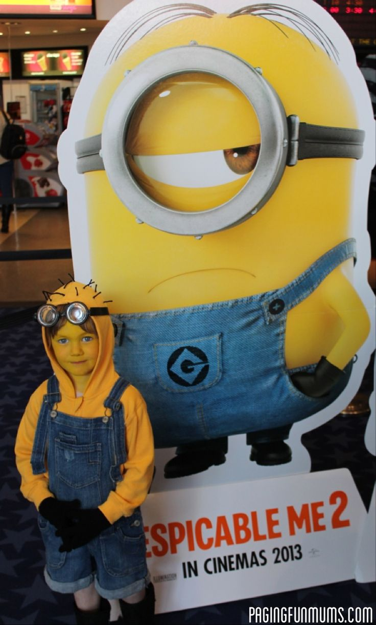 I would give ALL the Halloween candy to this kid! SO CUTE! love Despicable Me!