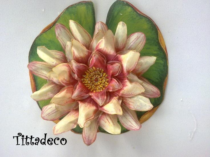 Magnolia con sospeso trasparente  http://tittadeco.blogspot.com/2011/06/aria-di-cambiamenti.html