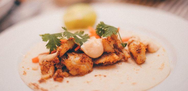 Vous vous souvenez de la recette de poisson grillé de la semaine dernière? Vous vous rappelez que je suggérais de faire des tacos avec les restants? Et bien la