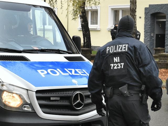 German authorities have arrested two Moroccan brothers suspected of being members of Islamic State and al-Nusra Front extremist groups.