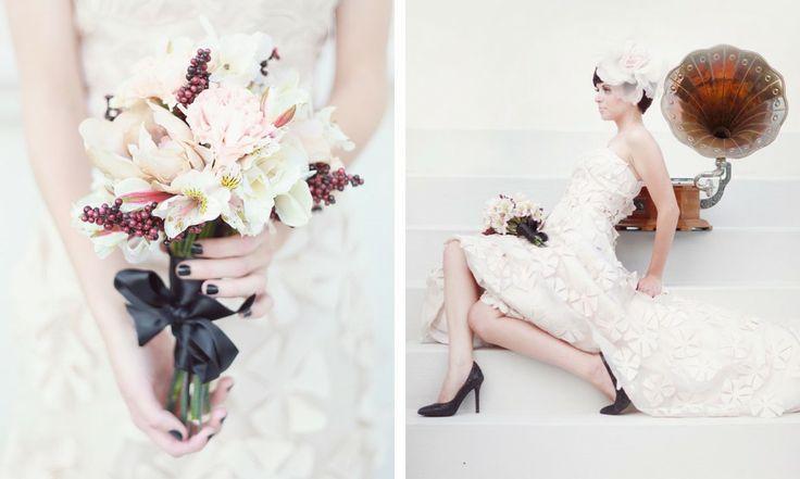 Desenhos de unhas artisticas para noivas - Unhas escuras ficam perfeitas para casamentos vintage. Principalmente se o tom escuro já aparece em outros elementos, como nos sapatos da noiva.