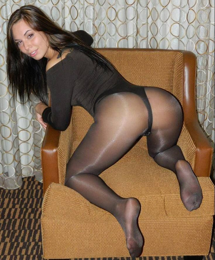 sexy-neighbours-in-pantyhose