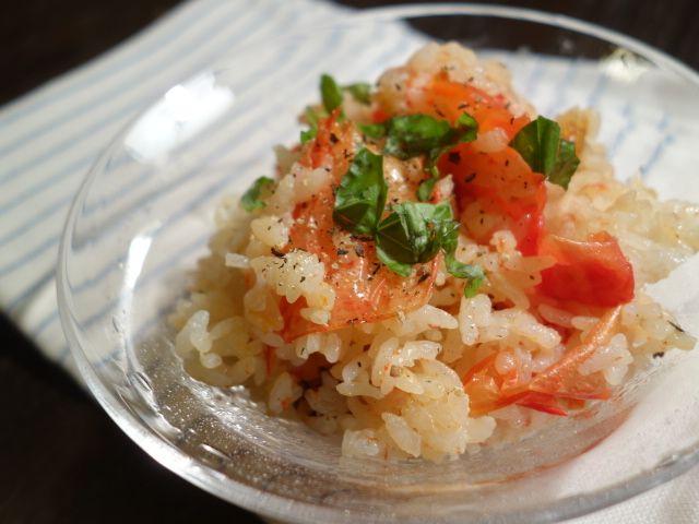 この夏の密やかなヒットレシピ「トマトメシ」。 トマトを丸ごと炊き込んじゃうごはんです。 ヘンテコリンな格好をした大吉さんと YOUさんが出ている...