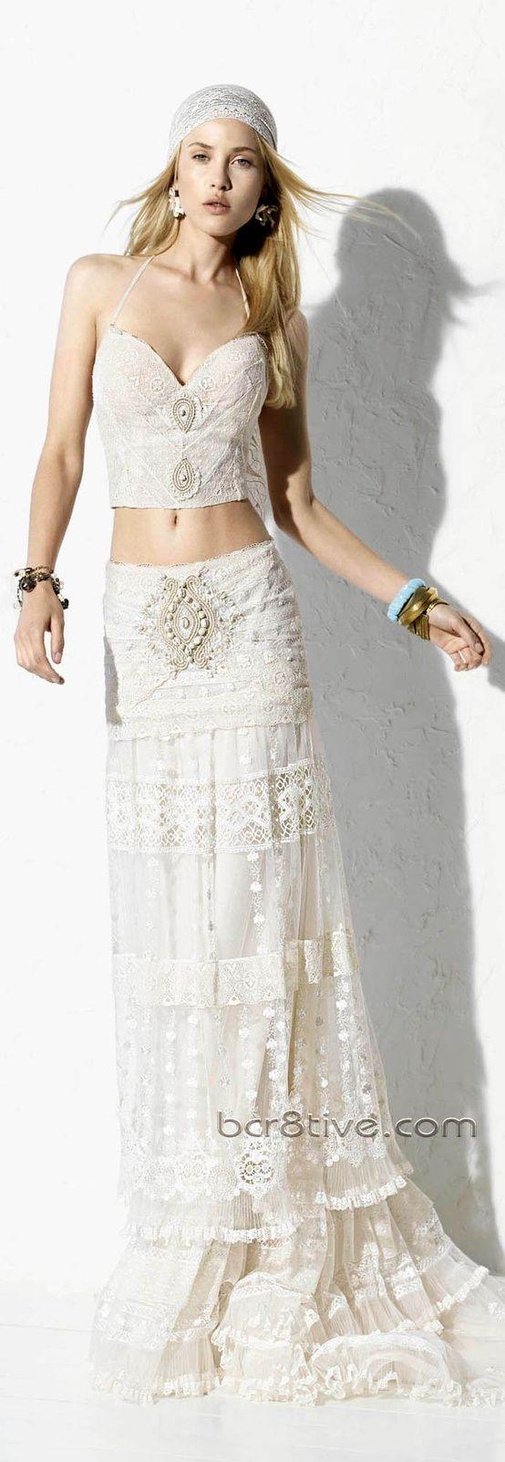Este vestido de dos piezas es tan femenino como sensual, ideal para novias hippie-chic! #Vestidos Ibicencos