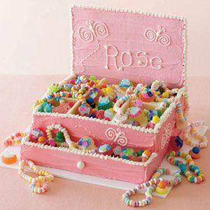 This Jewelry Box Cake is pink princess perfection! #cakes #dessert