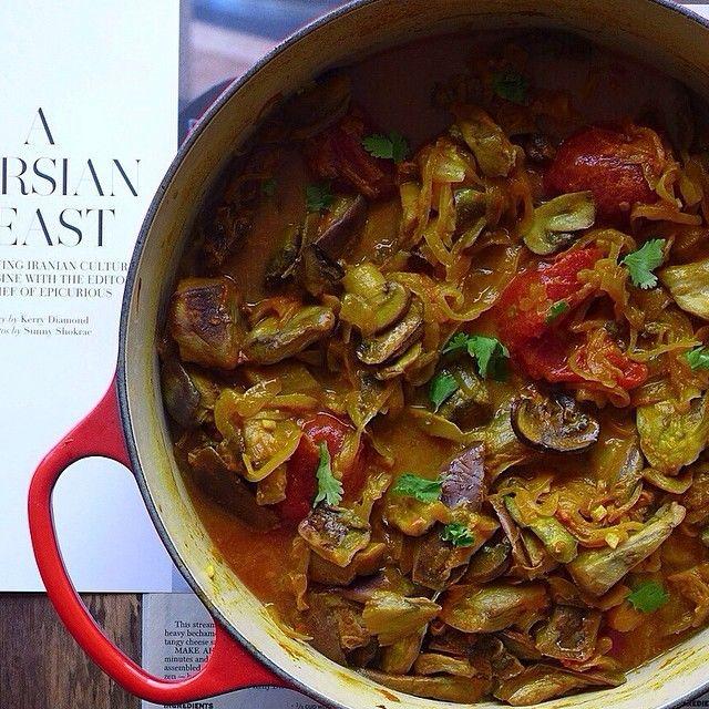 Persian eggplant stew (khoresh bademjan) with golden turmeric, rose water soaked saffron, raisins, & caramelized onions, in a tomato based broth #MeatlessMonday #vegan
