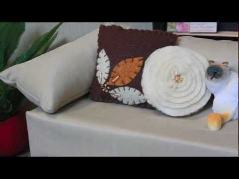 How To Make A Doll Decorative Pillow : 17 Best images about Dollhouse Pillows on Pinterest Dollhouse miniatures, Ruffle pillow and ...