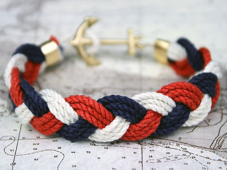 An afternoon by the docks requires a sailor rope bracelet.